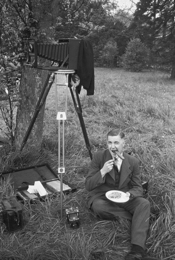 photographer eating